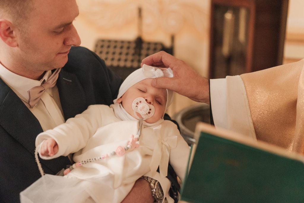 fotograf na chrzest łódź warszawa fotografia chrztu reportaż wspomnienia pamiątka chrztu zdjęcia z chrztu chrzestni