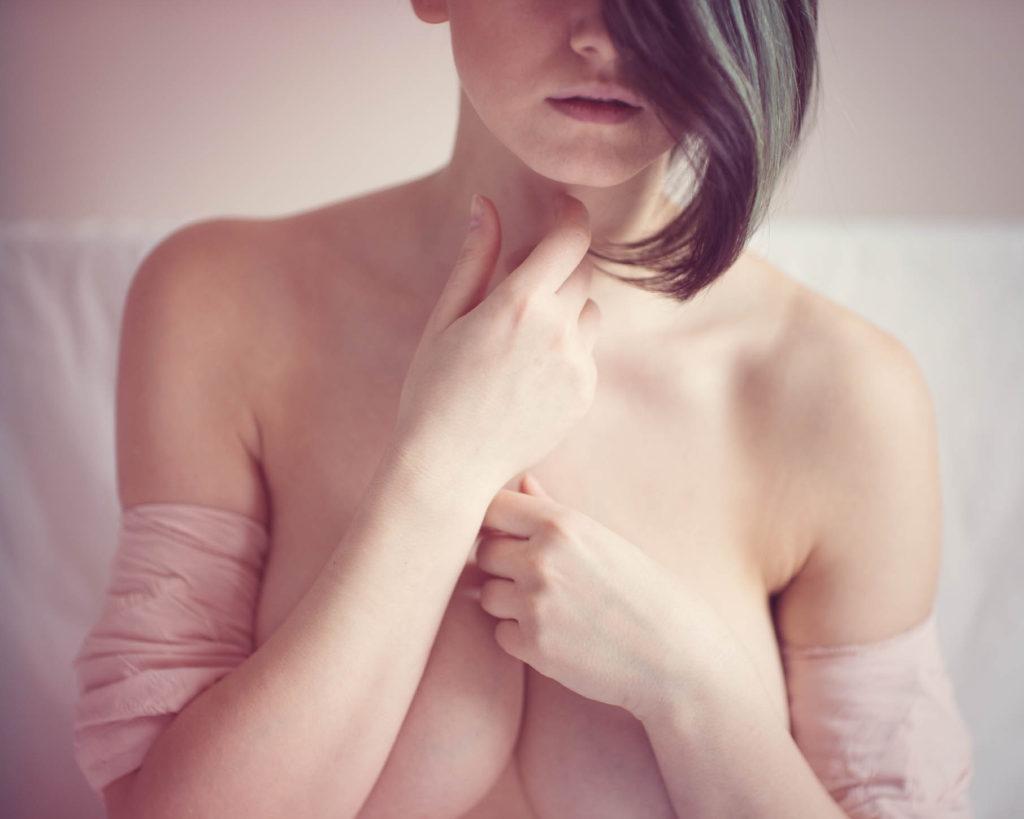 fotografia portretowa kobieca beauty sesja buduarowa przed ślubem makeup sexy bielizna w bieliźnie prezent na wieczór panieński prezent dla pana młodego