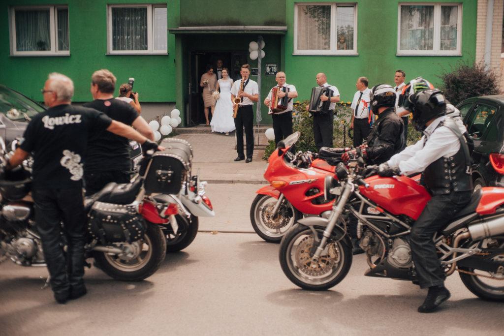 fotograf ślubny Łowicz Łódź Skierniewice fotografia ślubna Warszawa Arkadia Łowiczanka wesele Łowickie przygotowania panna młoda