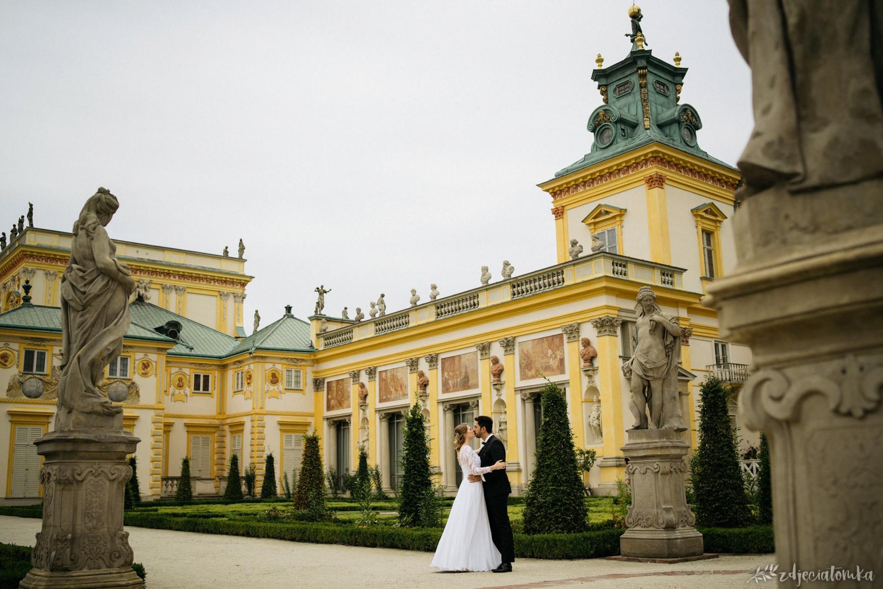 wesele polsko-brazylijskie sesja ślubna w wilanowie w ogrodach wilanowskich para sesja poślubna plener fotograficzny fotograf warszawa łódź sesja po ślubie pałac ogrody