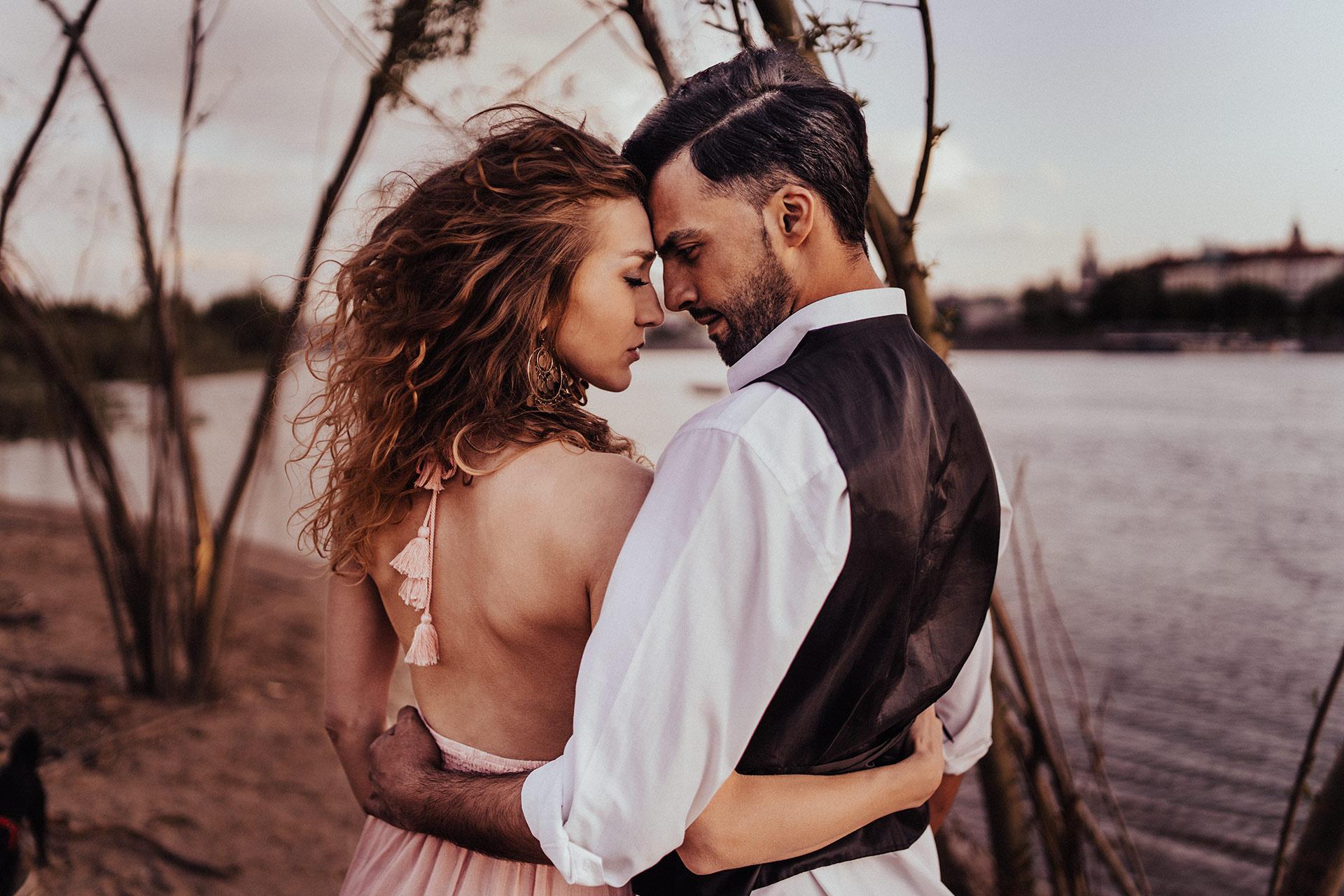 sesja fotograficzna boho fotografia ślubna warszawa zakochani portret miłość para
