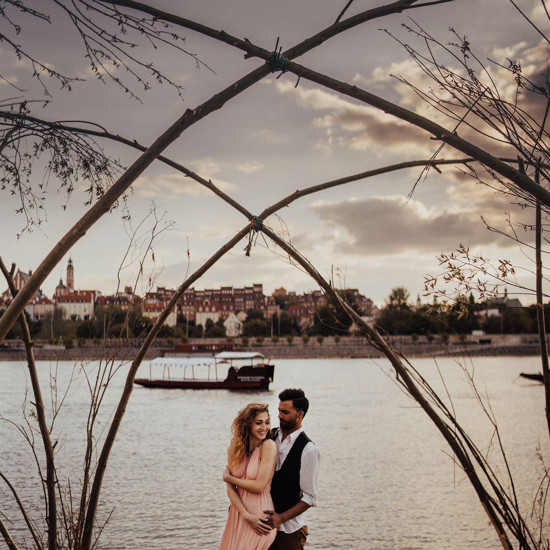 sesja fotograficzna w stylu boho w warszawie fotograf ślubny warszawa rzeka wisła stare miasto praga plaża