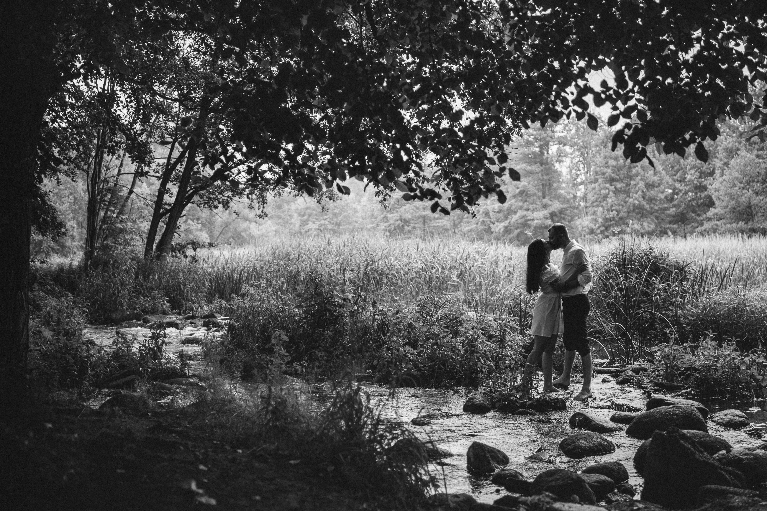 sesja narzeczeńska fotograf ślubny fotografia ślubna dla par narzeczonych zakochanych sesja w plenerze łódź warszawa