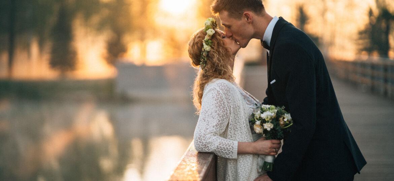 sesja rustykalna tajemnicza romantyczna we mgle o świcie para młoda fotograf ślubny łódź warszawa plener ślubny